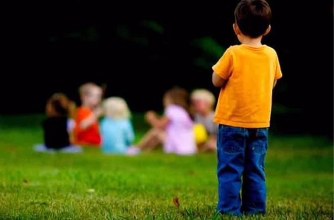 家长们注意了:这几种孩子很不招人待见,在幼儿园容易被孤立 ..._图1-1