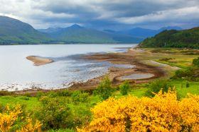 苏格兰美景,山水连一片