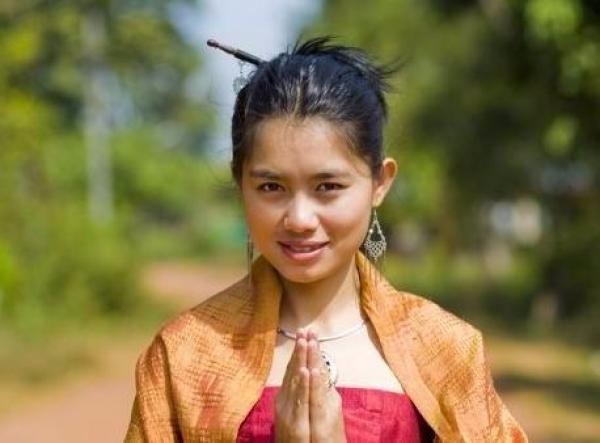 """泰国""""租妻文化""""致""""西方流浪汉""""持续增多 越来越多_图1-2"""