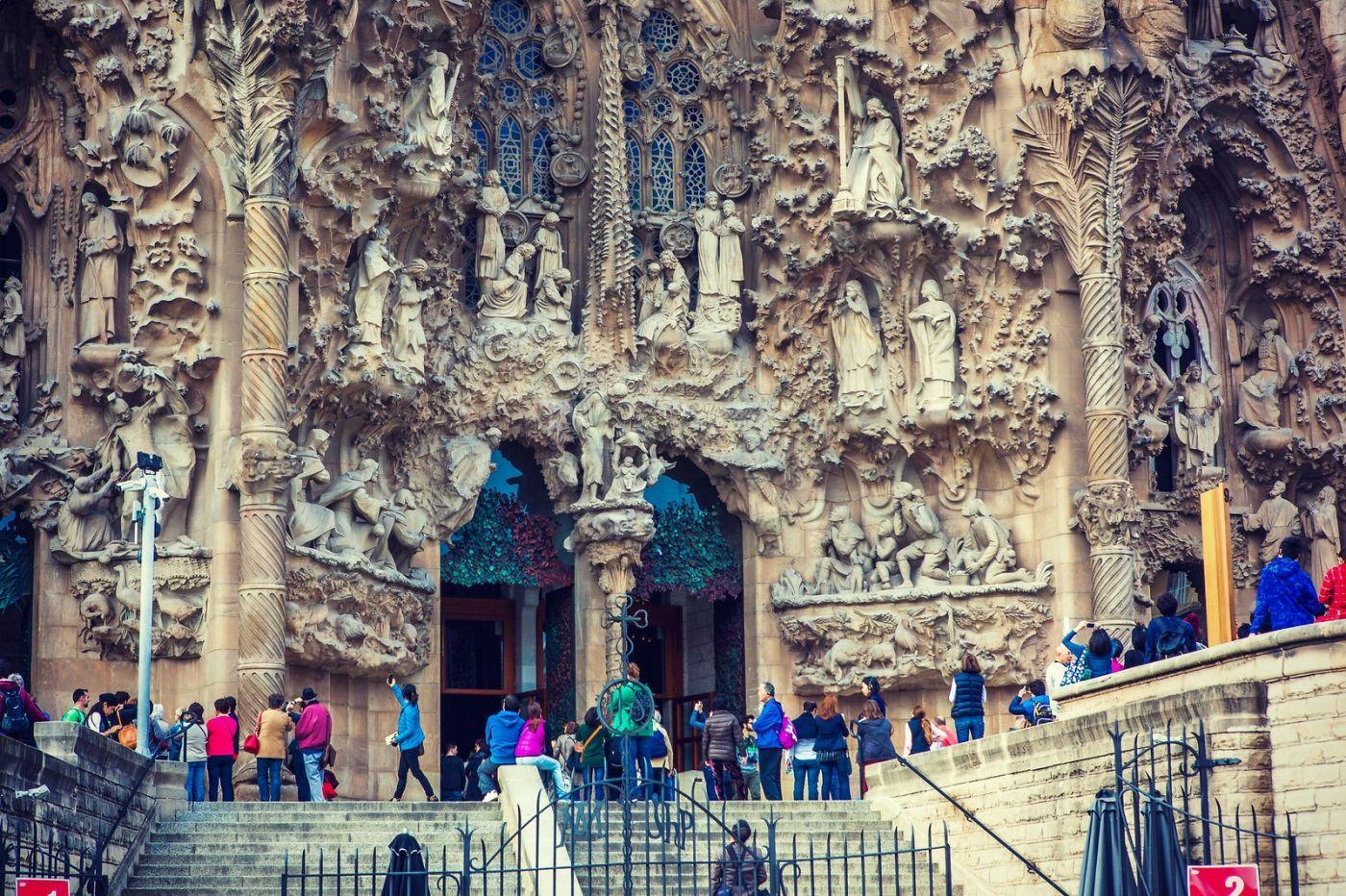 西班牙圣家堂(Sagrada Família),百年还未完工的世界遗产_图1-3