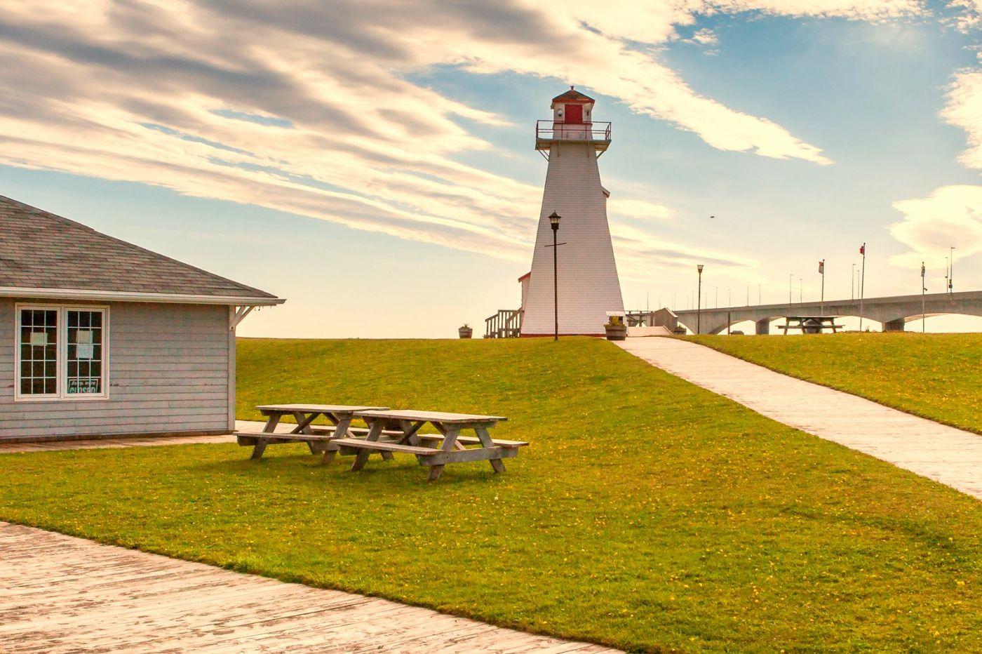 加拿大风景,长桥和灯塔_图1-2