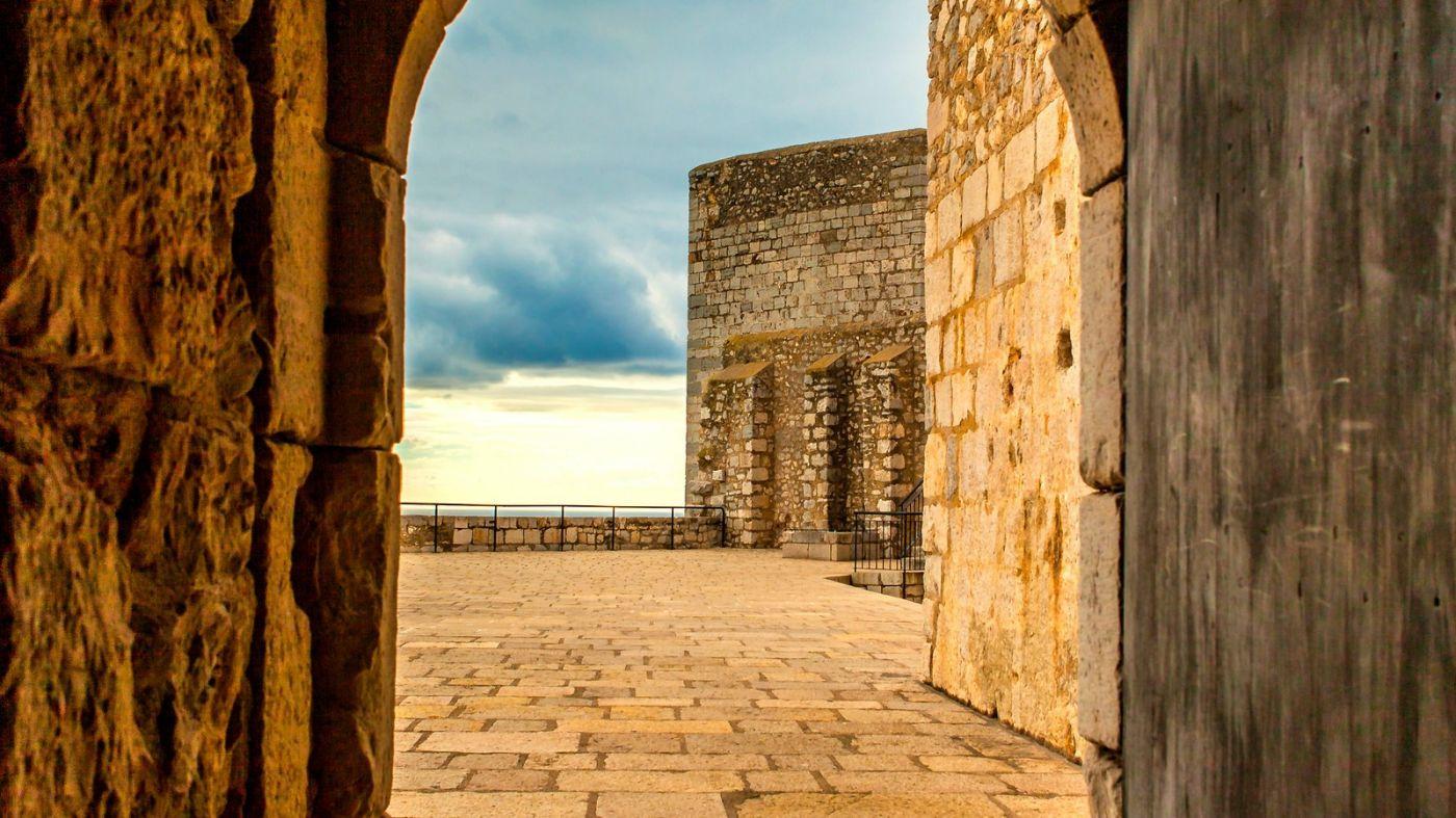 西班牙佩尼伊斯科拉(Peniscola),乌云笼罩的海边小城_图1-14