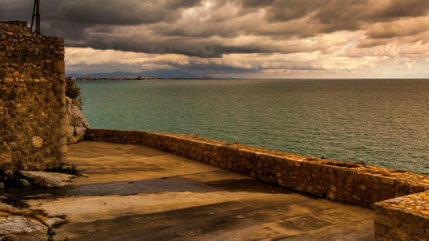 西班牙佩尼伊斯科拉(Peniscola),乌云笼罩的海边小城_图1-18