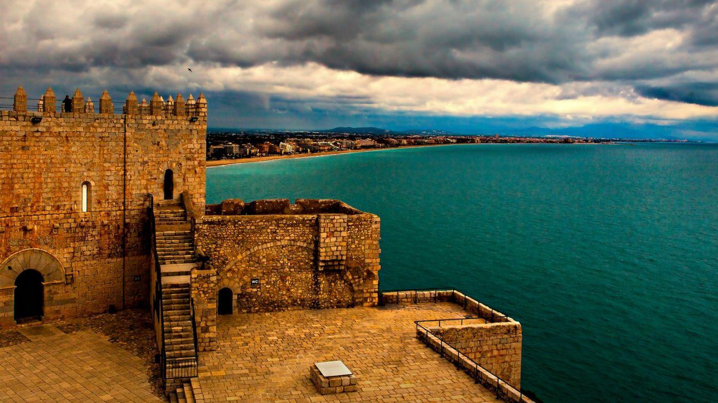 西班牙佩尼伊斯科拉(Peniscola),乌云笼罩的海边小城_图1-26
