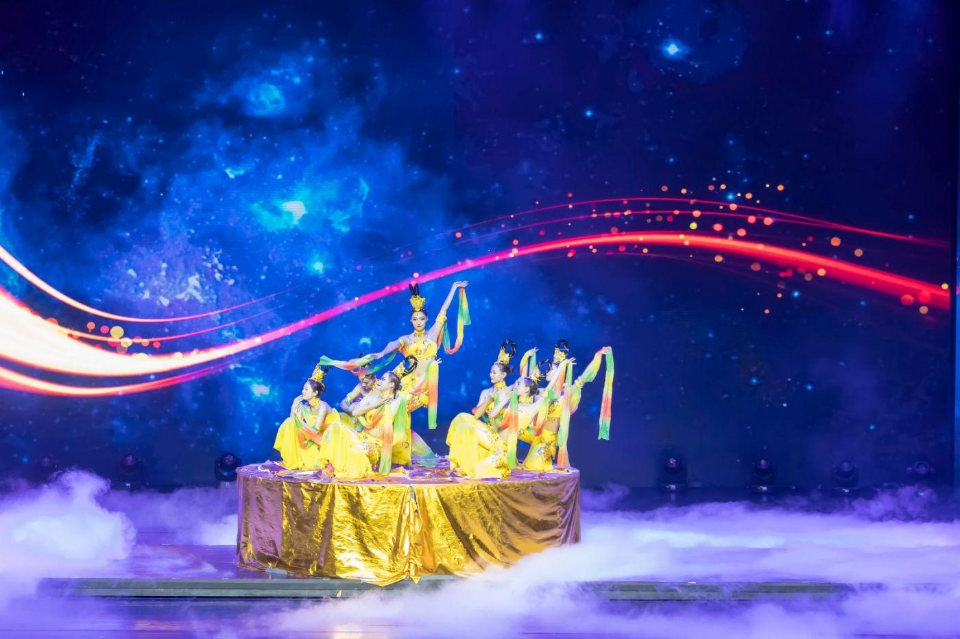沂蒙大地上 有一种舞蹈叫飞天 这是几位临沂女孩的杰作 美轮美奂 ..._图1-1