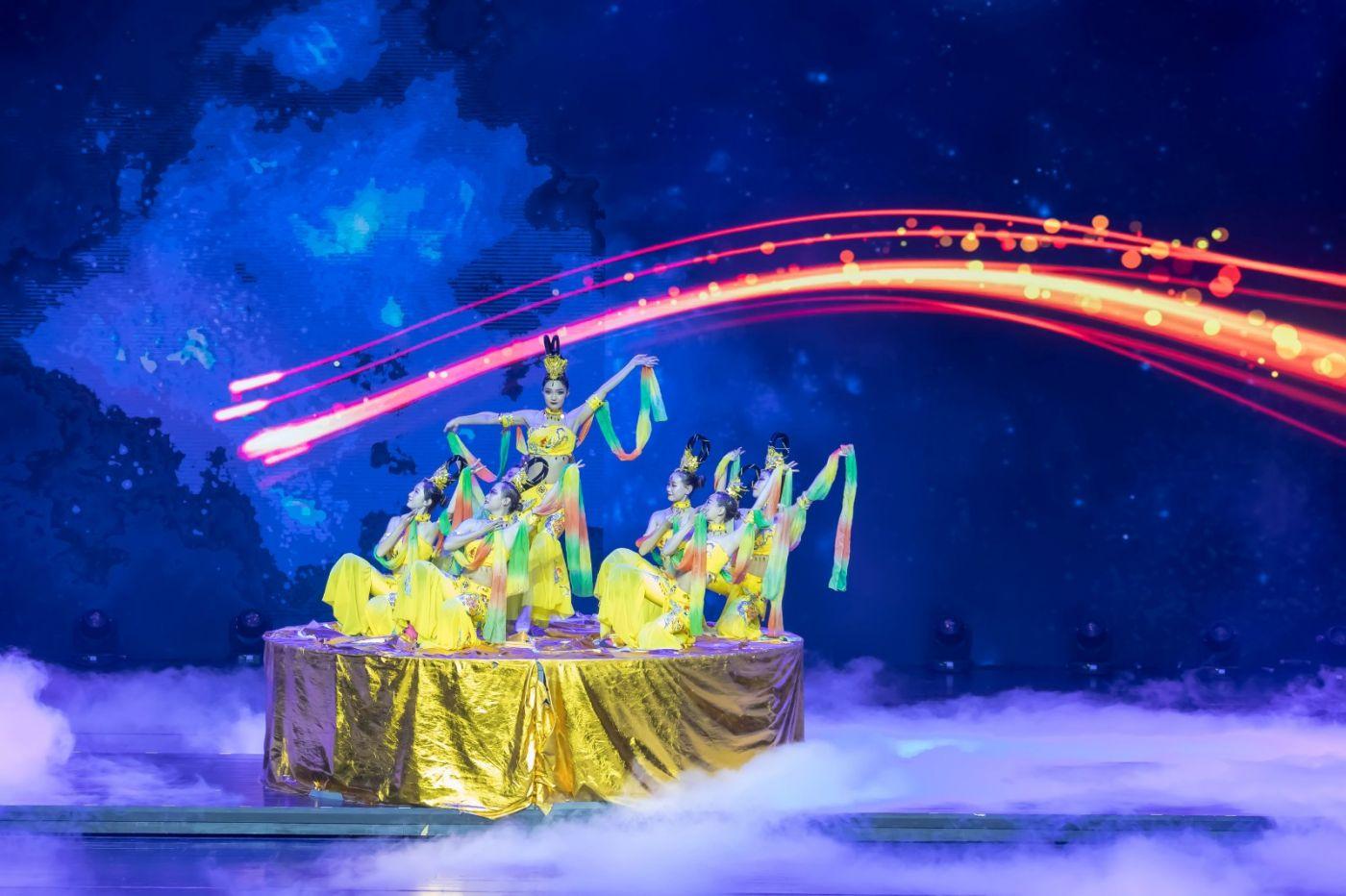 沂蒙大地上 有一种舞蹈叫飞天 这是几位临沂女孩的杰作 美轮美奂 ..._图1-2