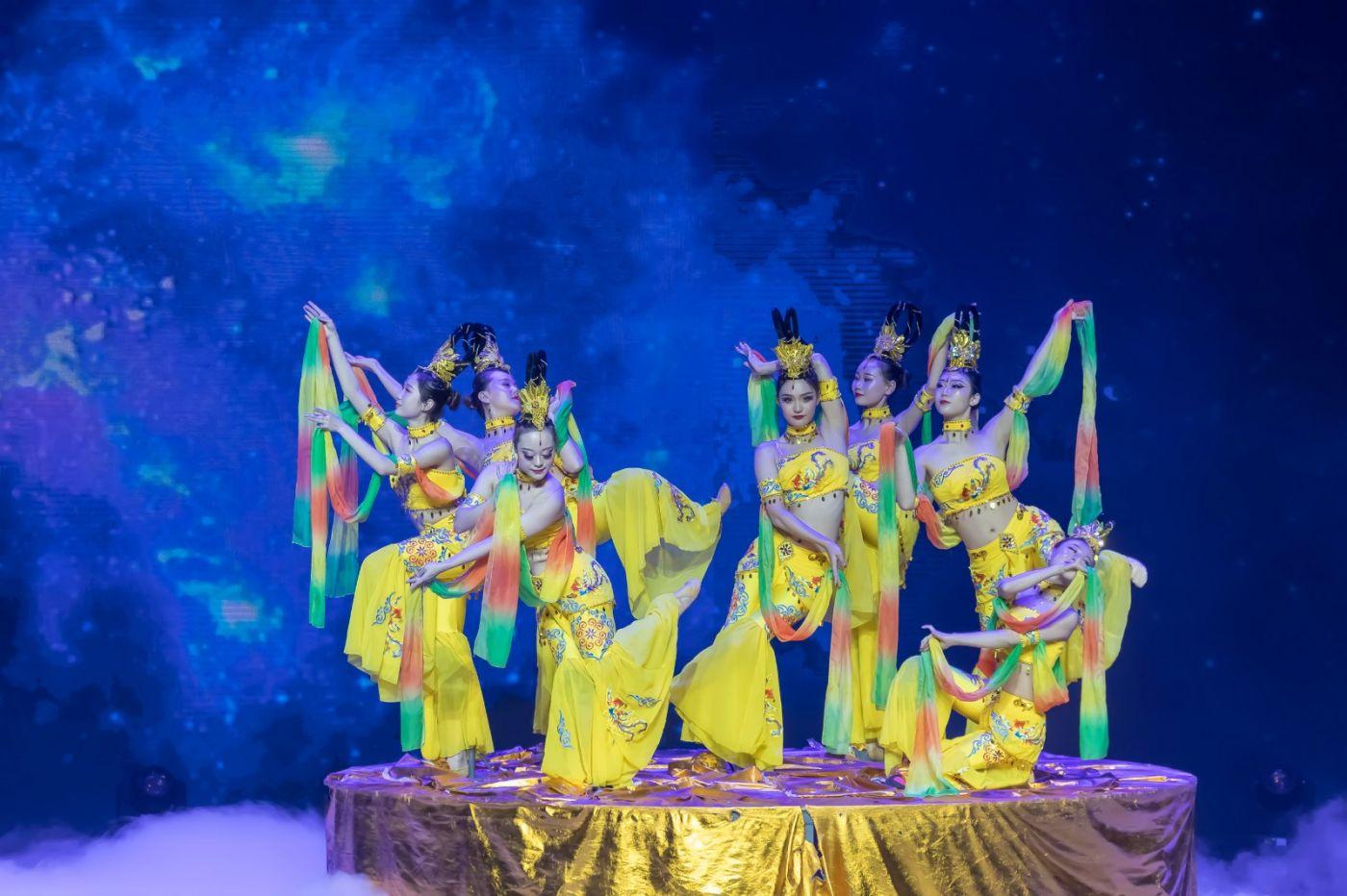 沂蒙大地上 有一种舞蹈叫飞天 这是几位临沂女孩的杰作 美轮美奂 ..._图1-5