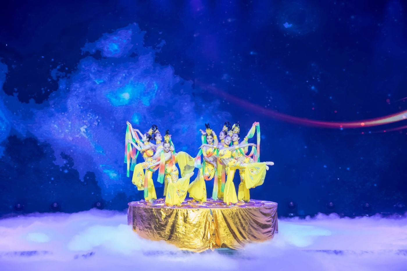 沂蒙大地上 有一种舞蹈叫飞天 这是几位临沂女孩的杰作 美轮美奂 ..._图1-9