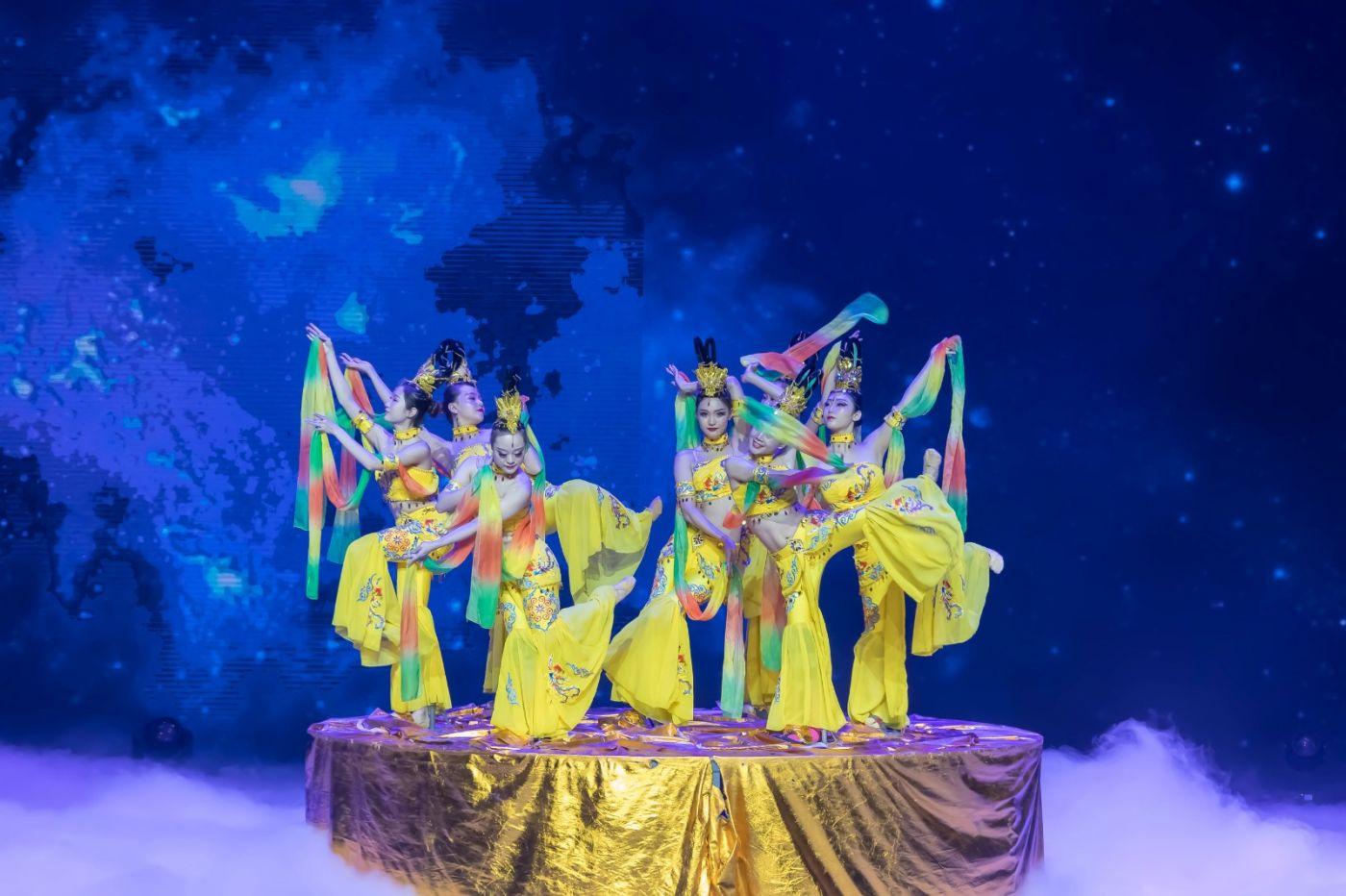 沂蒙大地上 有一种舞蹈叫飞天 这是几位临沂女孩的杰作 美轮美奂 ..._图1-7