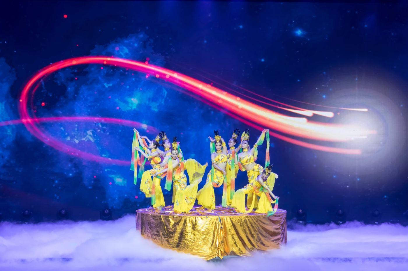沂蒙大地上 有一种舞蹈叫飞天 这是几位临沂女孩的杰作 美轮美奂 ..._图1-8