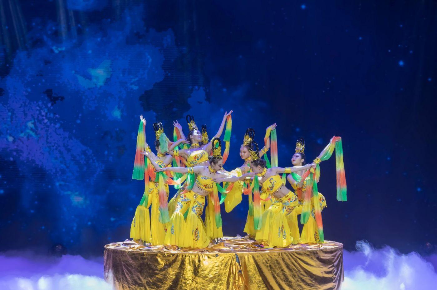 沂蒙大地上 有一种舞蹈叫飞天 这是几位临沂女孩的杰作 美轮美奂 ..._图1-12