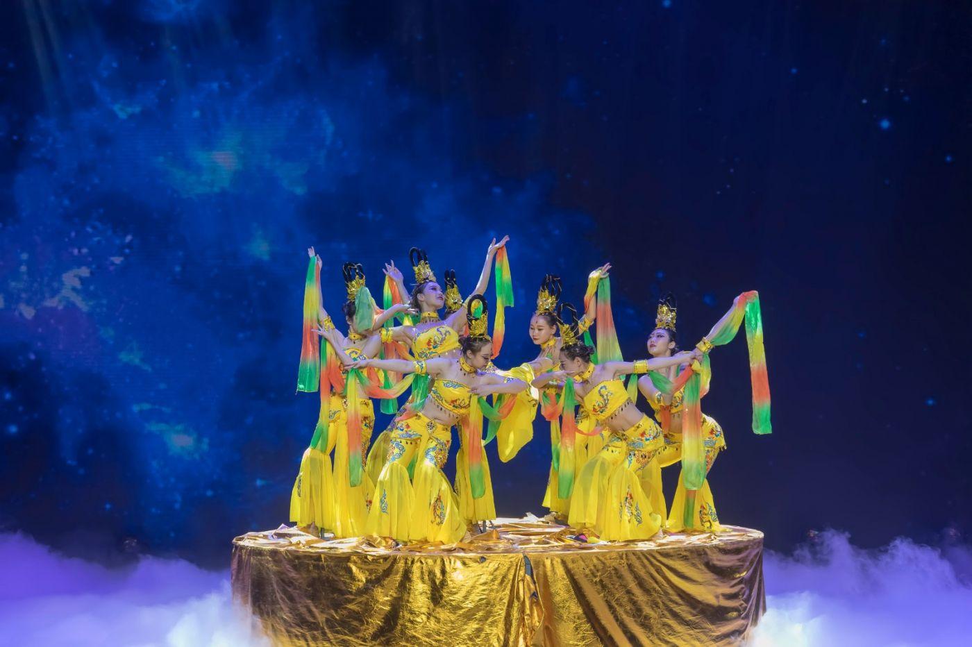 沂蒙大地上 有一种舞蹈叫飞天 这是几位临沂女孩的杰作 美轮美奂 ..._图1-10