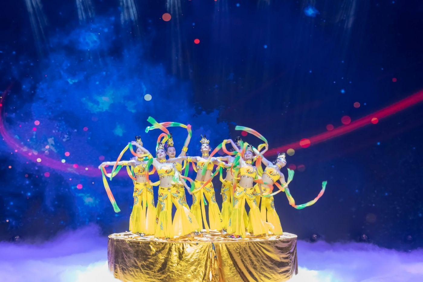 沂蒙大地上 有一种舞蹈叫飞天 这是几位临沂女孩的杰作 美轮美奂 ..._图1-70