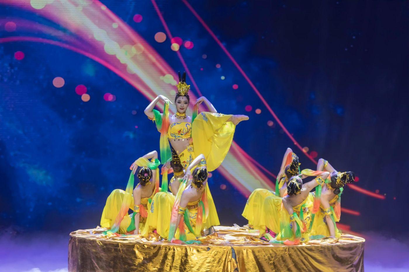 沂蒙大地上 有一种舞蹈叫飞天 这是几位临沂女孩的杰作 美轮美奂 ..._图1-16