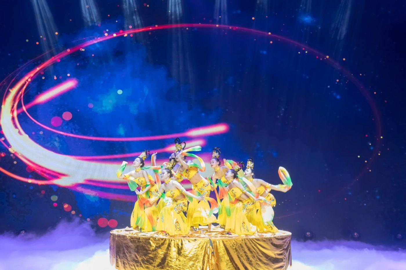 沂蒙大地上 有一种舞蹈叫飞天 这是几位临沂女孩的杰作 美轮美奂 ..._图1-20