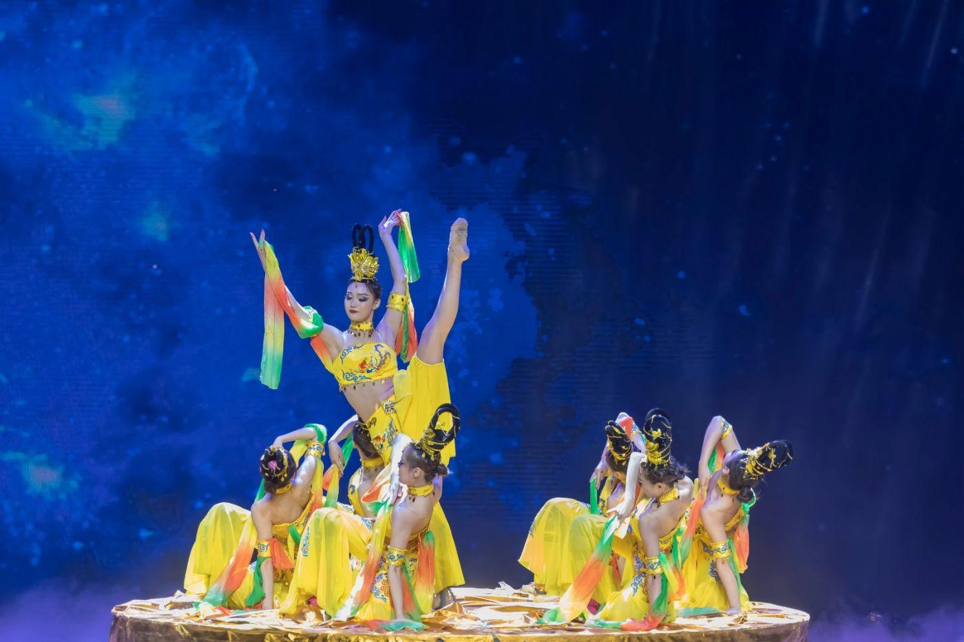 沂蒙大地上 有一种舞蹈叫飞天 这是几位临沂女孩的杰作 美轮美奂 ..._图1-19