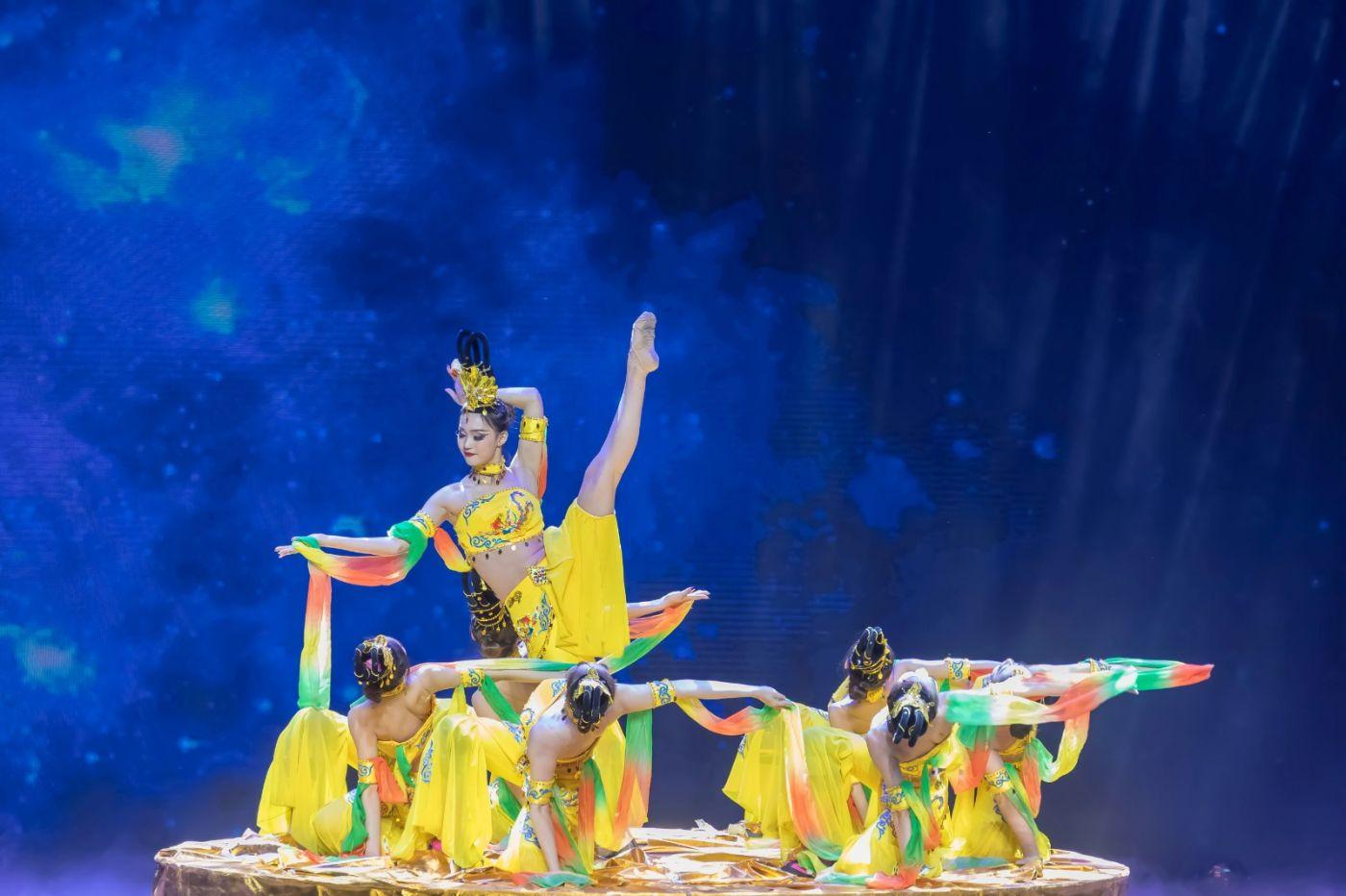 沂蒙大地上 有一种舞蹈叫飞天 这是几位临沂女孩的杰作 美轮美奂 ..._图1-17
