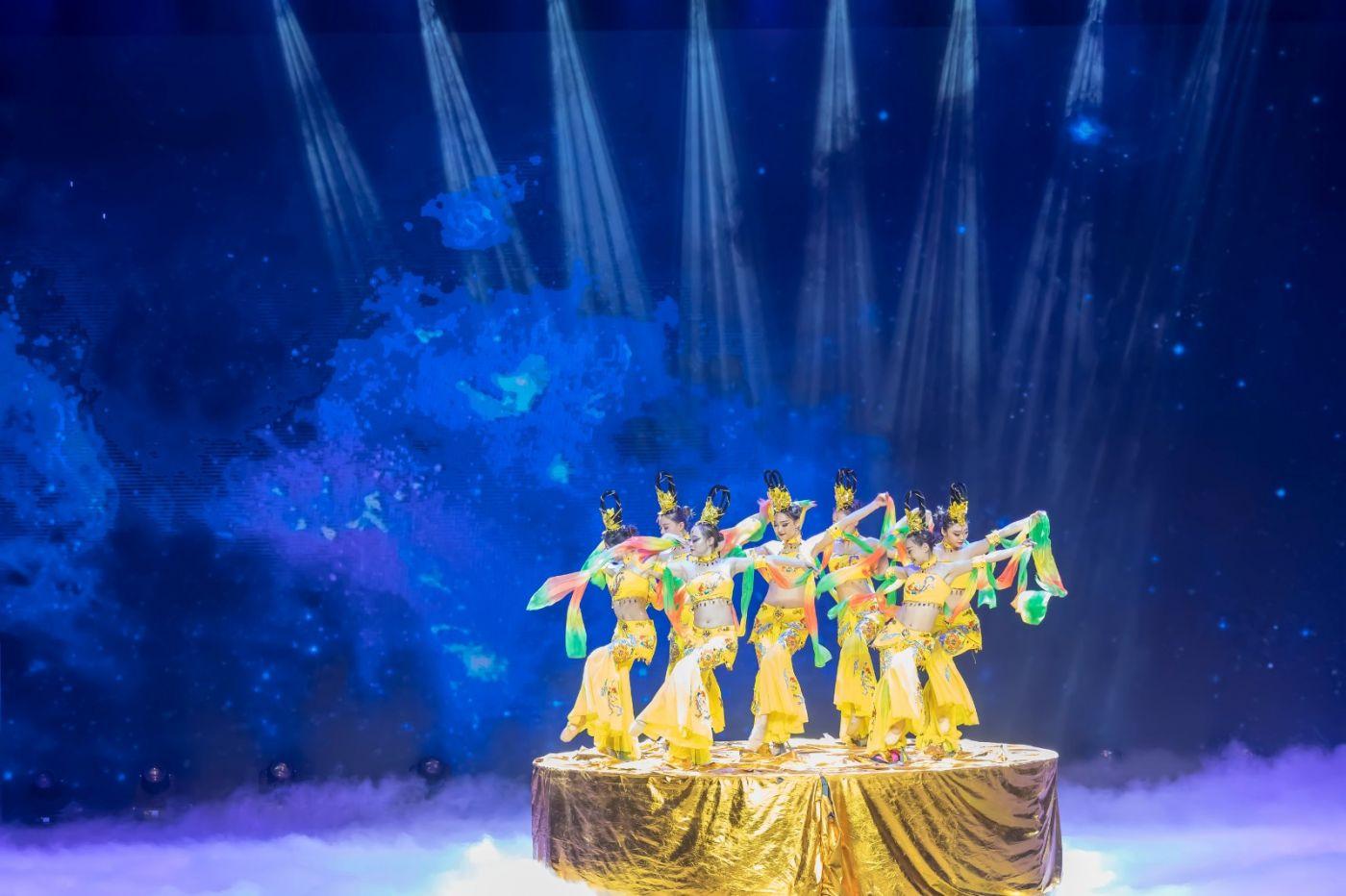 沂蒙大地上 有一种舞蹈叫飞天 这是几位临沂女孩的杰作 美轮美奂 ..._图1-21