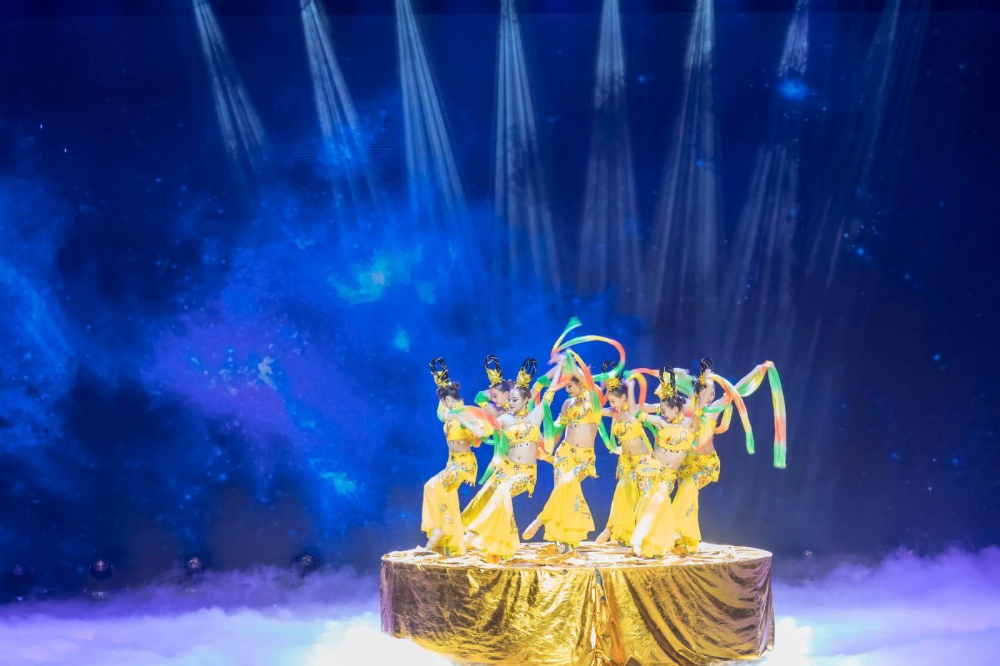 沂蒙大地上 有一种舞蹈叫飞天 这是几位临沂女孩的杰作 美轮美奂 ..._图1-22