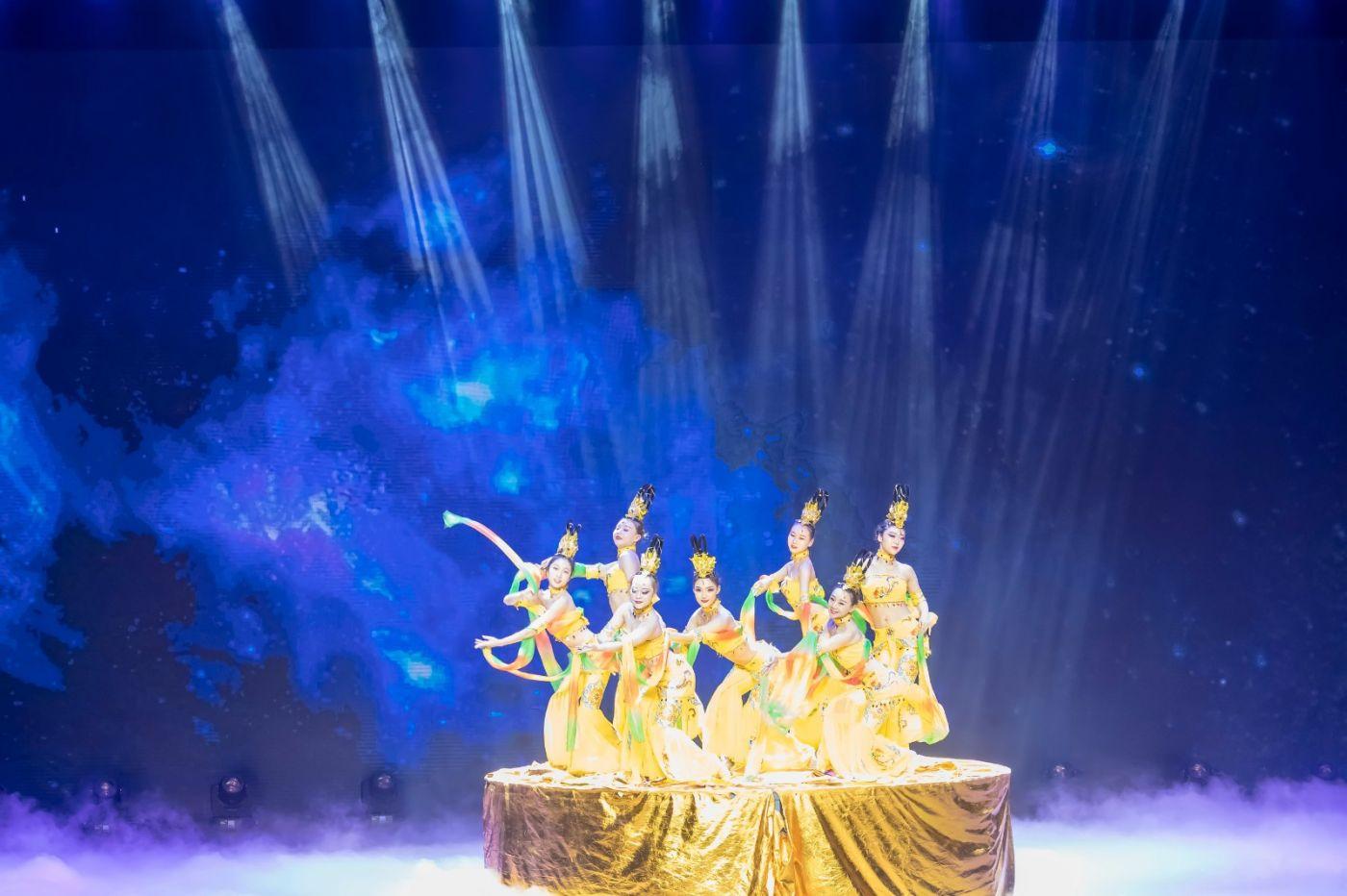 沂蒙大地上 有一种舞蹈叫飞天 这是几位临沂女孩的杰作 美轮美奂 ..._图1-23