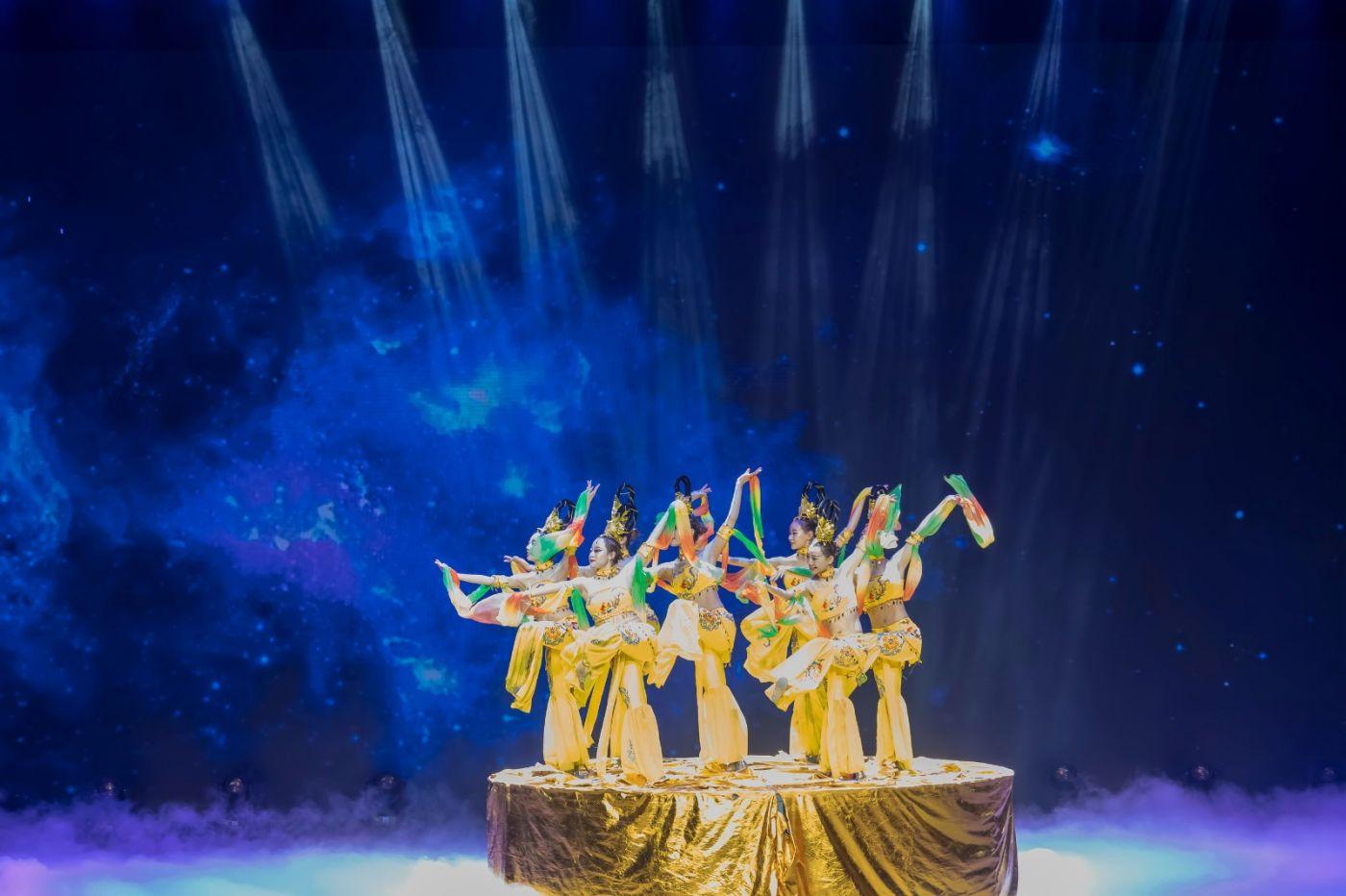沂蒙大地上 有一种舞蹈叫飞天 这是几位临沂女孩的杰作 美轮美奂 ..._图1-71