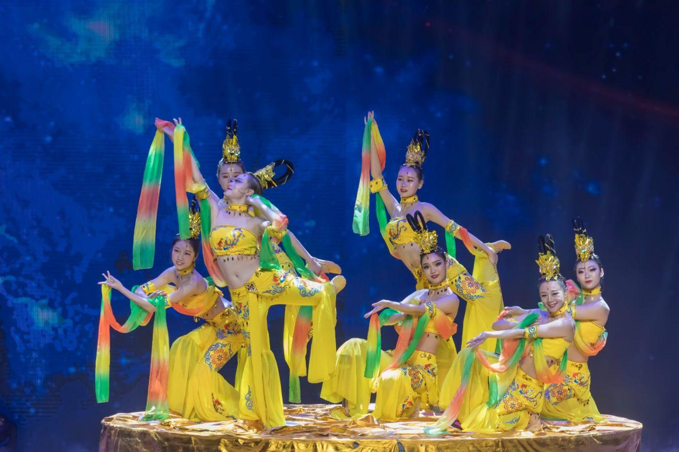 沂蒙大地上 有一种舞蹈叫飞天 这是几位临沂女孩的杰作 美轮美奂 ..._图1-26
