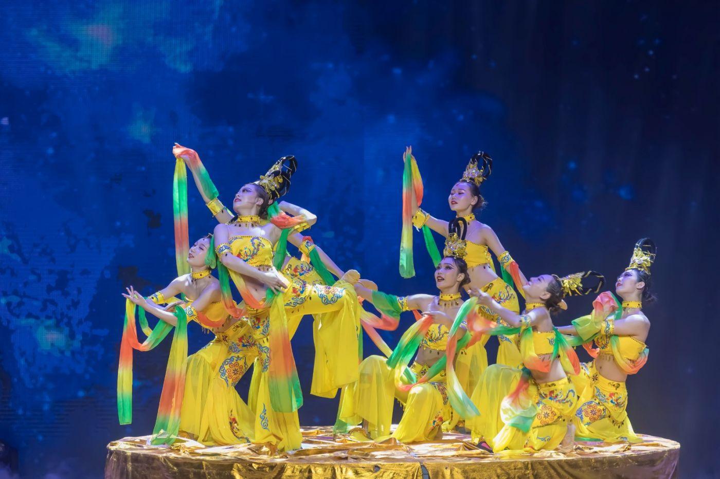 沂蒙大地上 有一种舞蹈叫飞天 这是几位临沂女孩的杰作 美轮美奂 ..._图1-27
