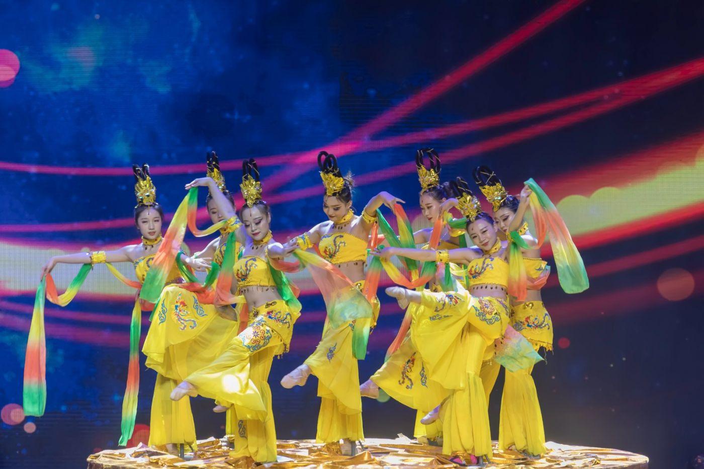 沂蒙大地上 有一种舞蹈叫飞天 这是几位临沂女孩的杰作 美轮美奂 ..._图1-28