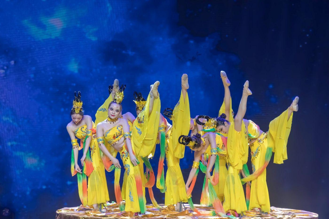 沂蒙大地上 有一种舞蹈叫飞天 这是几位临沂女孩的杰作 美轮美奂 ..._图1-30