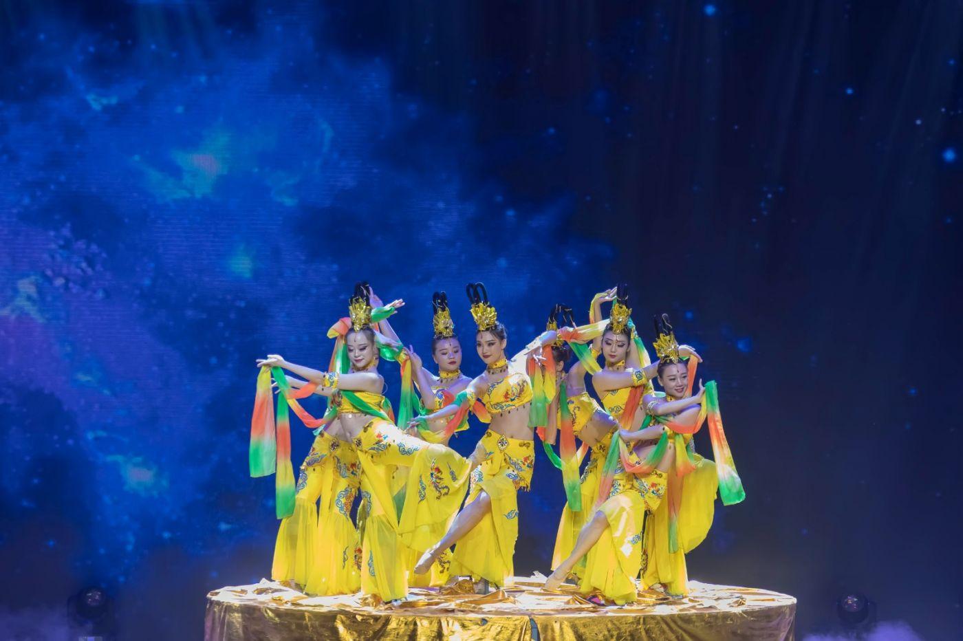 沂蒙大地上 有一种舞蹈叫飞天 这是几位临沂女孩的杰作 美轮美奂 ..._图1-31