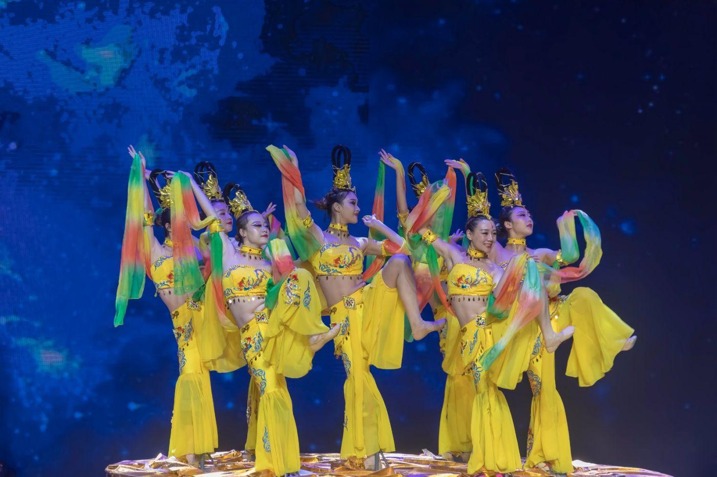沂蒙大地上 有一种舞蹈叫飞天 这是几位临沂女孩的杰作 美轮美奂 ..._图1-32