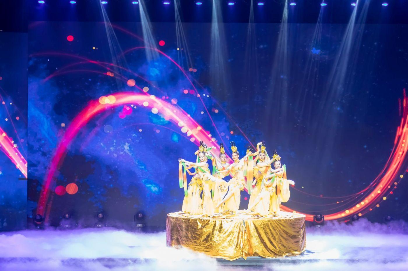 沂蒙大地上 有一种舞蹈叫飞天 这是几位临沂女孩的杰作 美轮美奂 ..._图1-33