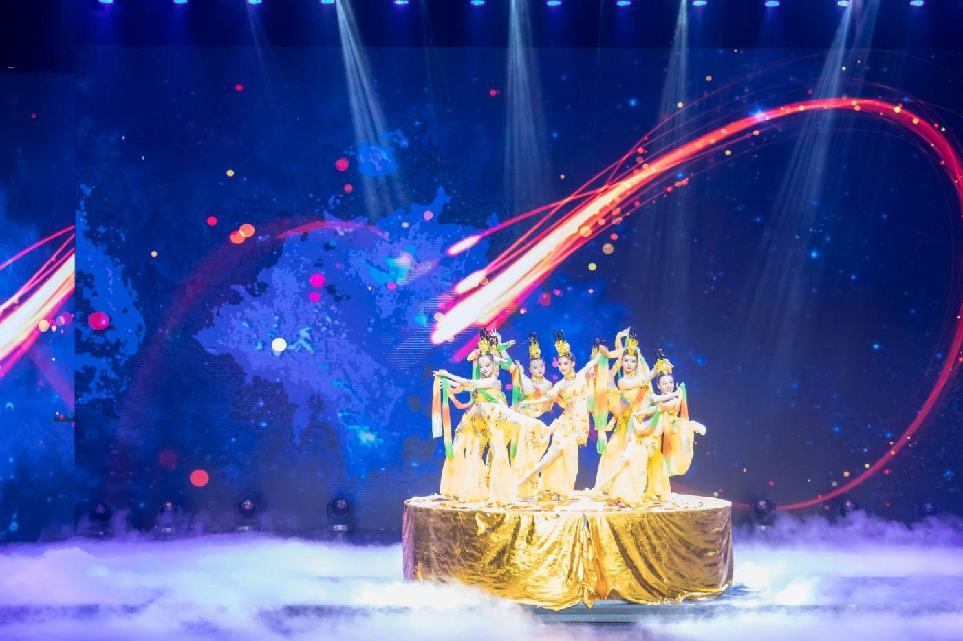 沂蒙大地上 有一种舞蹈叫飞天 这是几位临沂女孩的杰作 美轮美奂 ..._图1-34