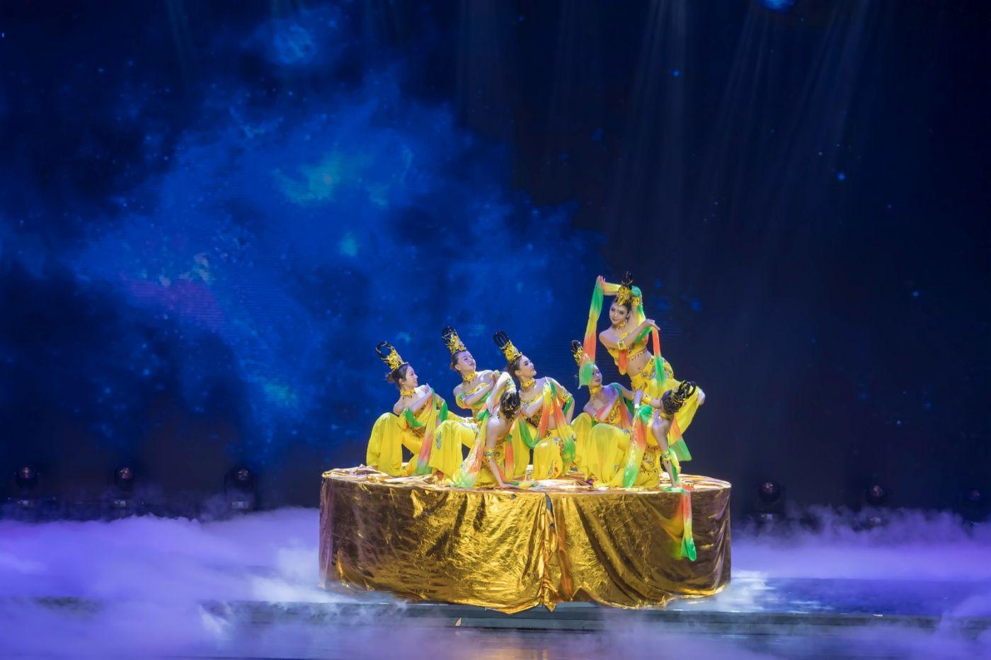 沂蒙大地上 有一种舞蹈叫飞天 这是几位临沂女孩的杰作 美轮美奂 ..._图1-72