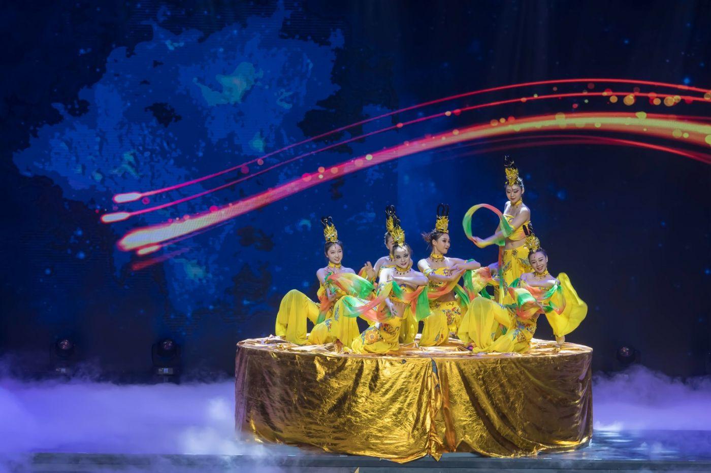 沂蒙大地上 有一种舞蹈叫飞天 这是几位临沂女孩的杰作 美轮美奂 ..._图1-35