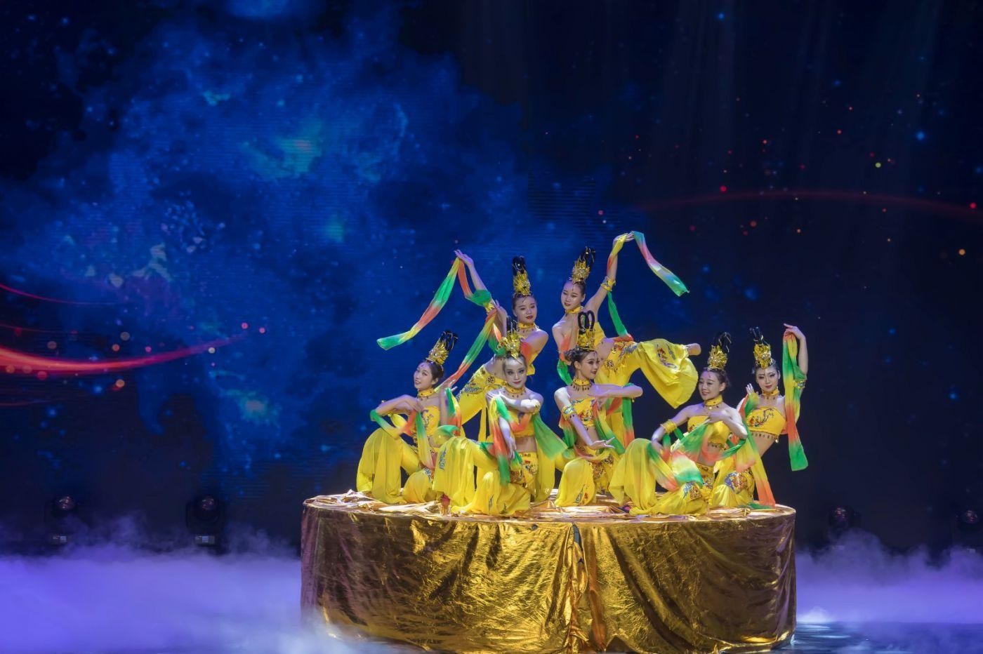 沂蒙大地上 有一种舞蹈叫飞天 这是几位临沂女孩的杰作 美轮美奂 ..._图1-36