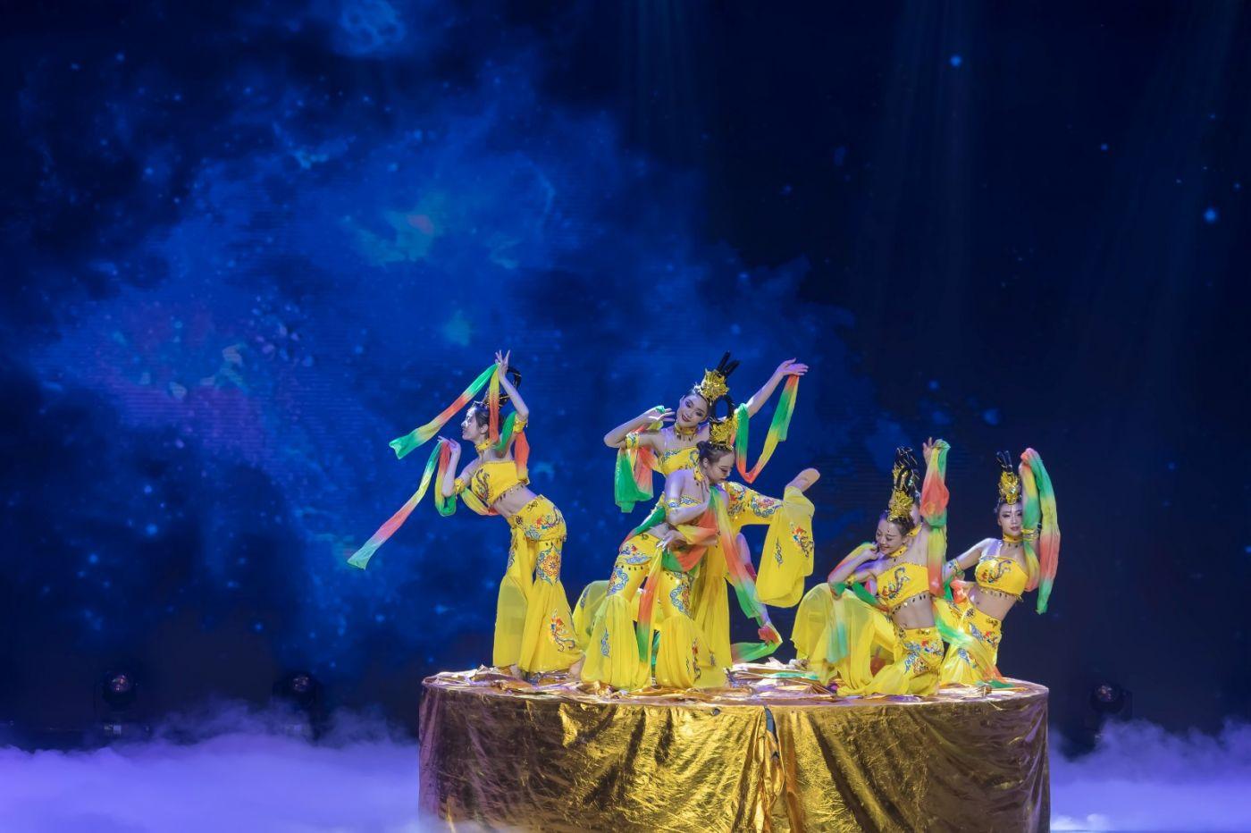 沂蒙大地上 有一种舞蹈叫飞天 这是几位临沂女孩的杰作 美轮美奂 ..._图1-37