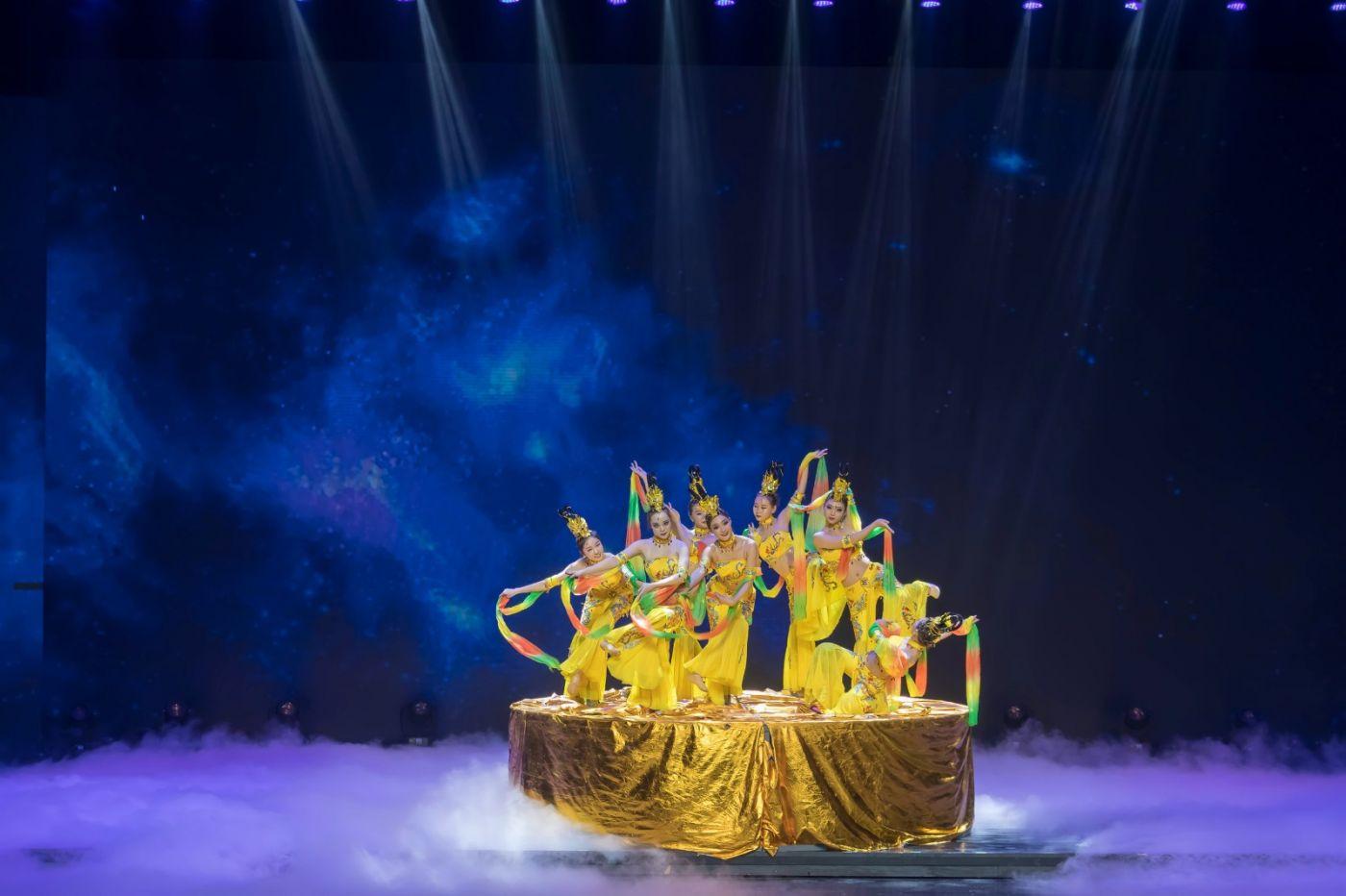 沂蒙大地上 有一种舞蹈叫飞天 这是几位临沂女孩的杰作 美轮美奂 ..._图1-39