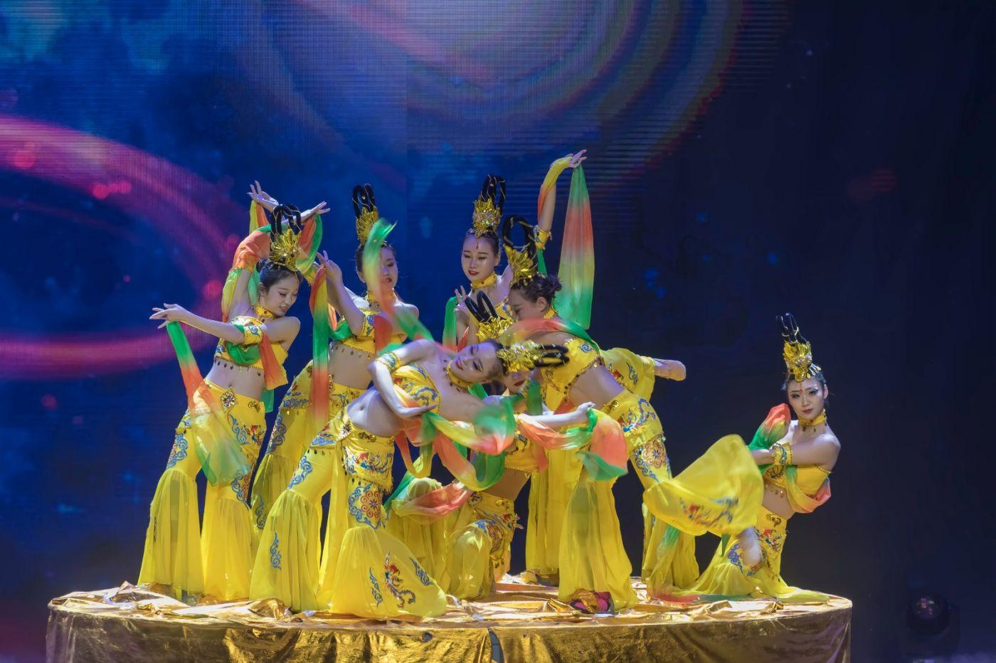 沂蒙大地上 有一种舞蹈叫飞天 这是几位临沂女孩的杰作 美轮美奂 ..._图1-40