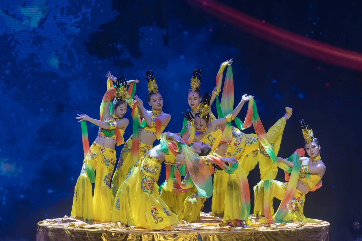 沂蒙大地上 有一种舞蹈叫飞天 这是几位临沂女孩的杰作 美轮美奂 ..._图1-41