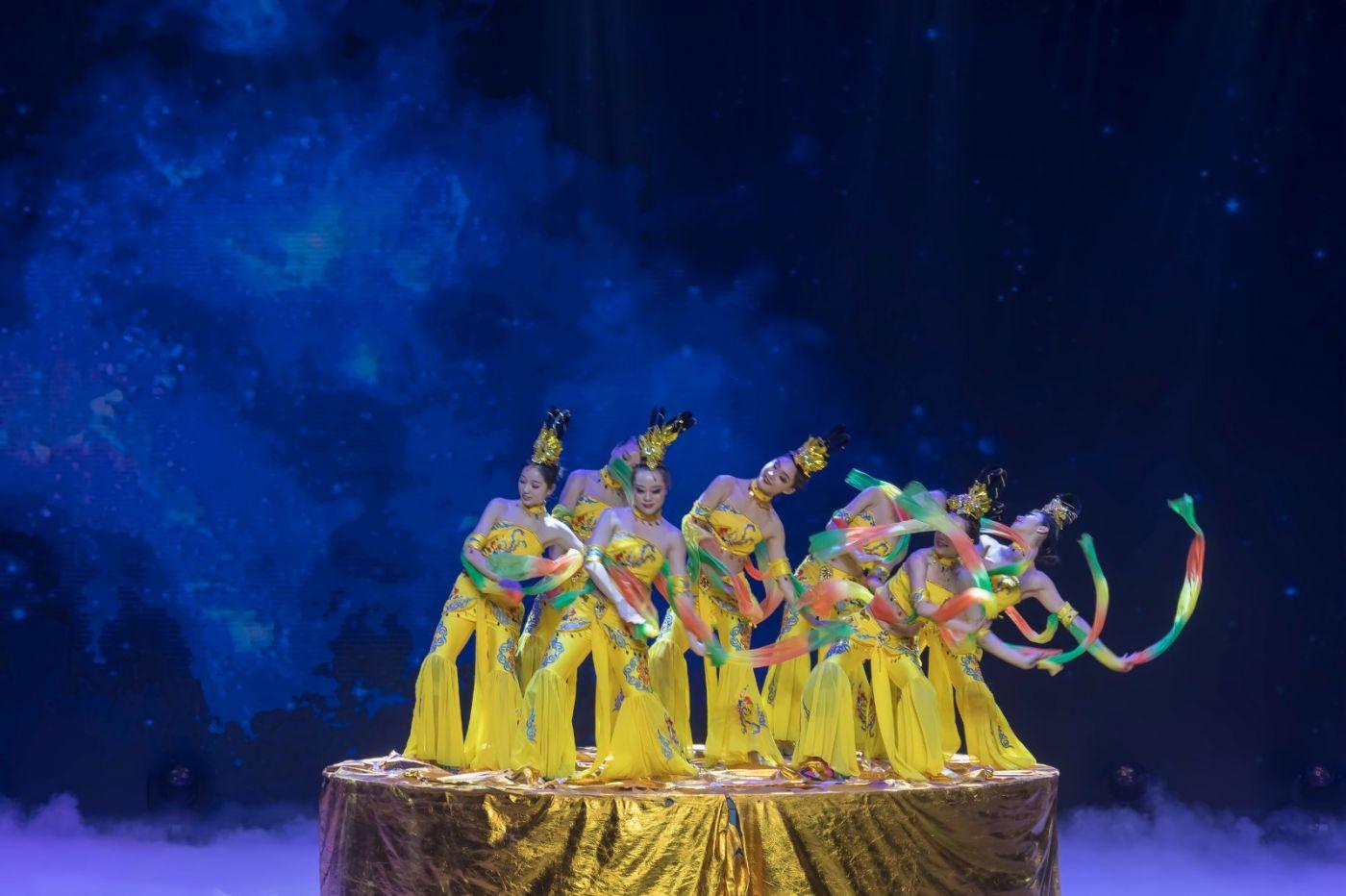 沂蒙大地上 有一种舞蹈叫飞天 这是几位临沂女孩的杰作 美轮美奂 ..._图1-42
