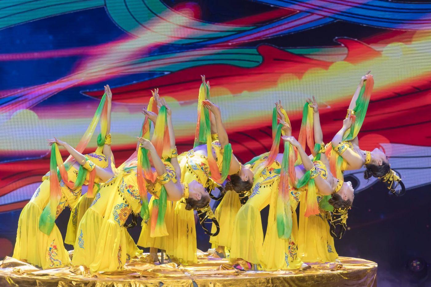 沂蒙大地上 有一种舞蹈叫飞天 这是几位临沂女孩的杰作 美轮美奂 ..._图1-44