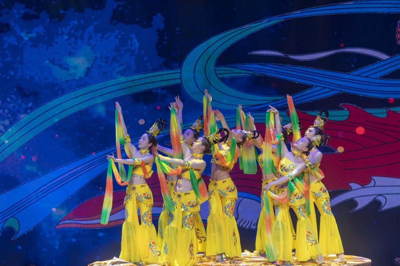 沂蒙大地上 有一种舞蹈叫飞天 这是几位临沂女孩的杰作 美轮美奂 ..._图1-49