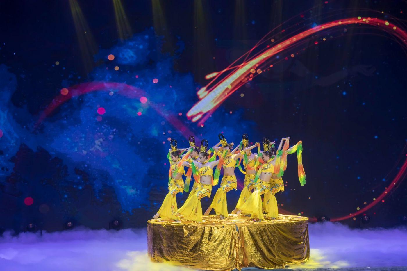 沂蒙大地上 有一种舞蹈叫飞天 这是几位临沂女孩的杰作 美轮美奂 ..._图1-50
