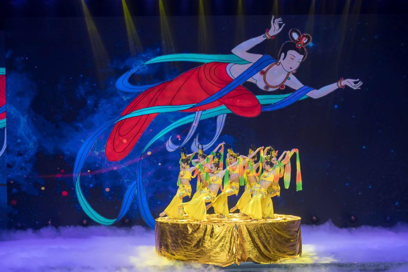 沂蒙大地上 有一种舞蹈叫飞天 这是几位临沂女孩的杰作 美轮美奂 ..._图1-51