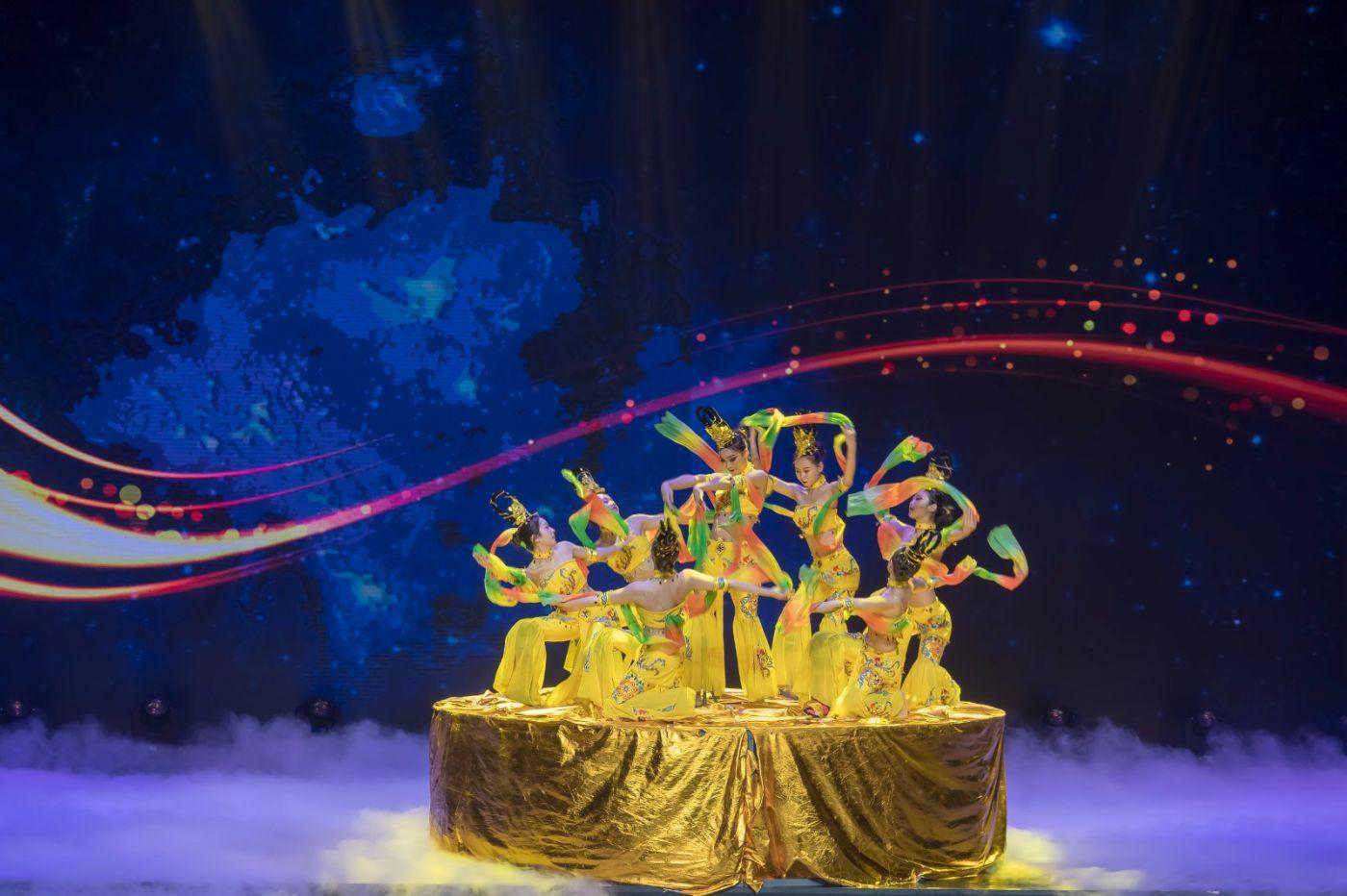 沂蒙大地上 有一种舞蹈叫飞天 这是几位临沂女孩的杰作 美轮美奂 ..._图1-52