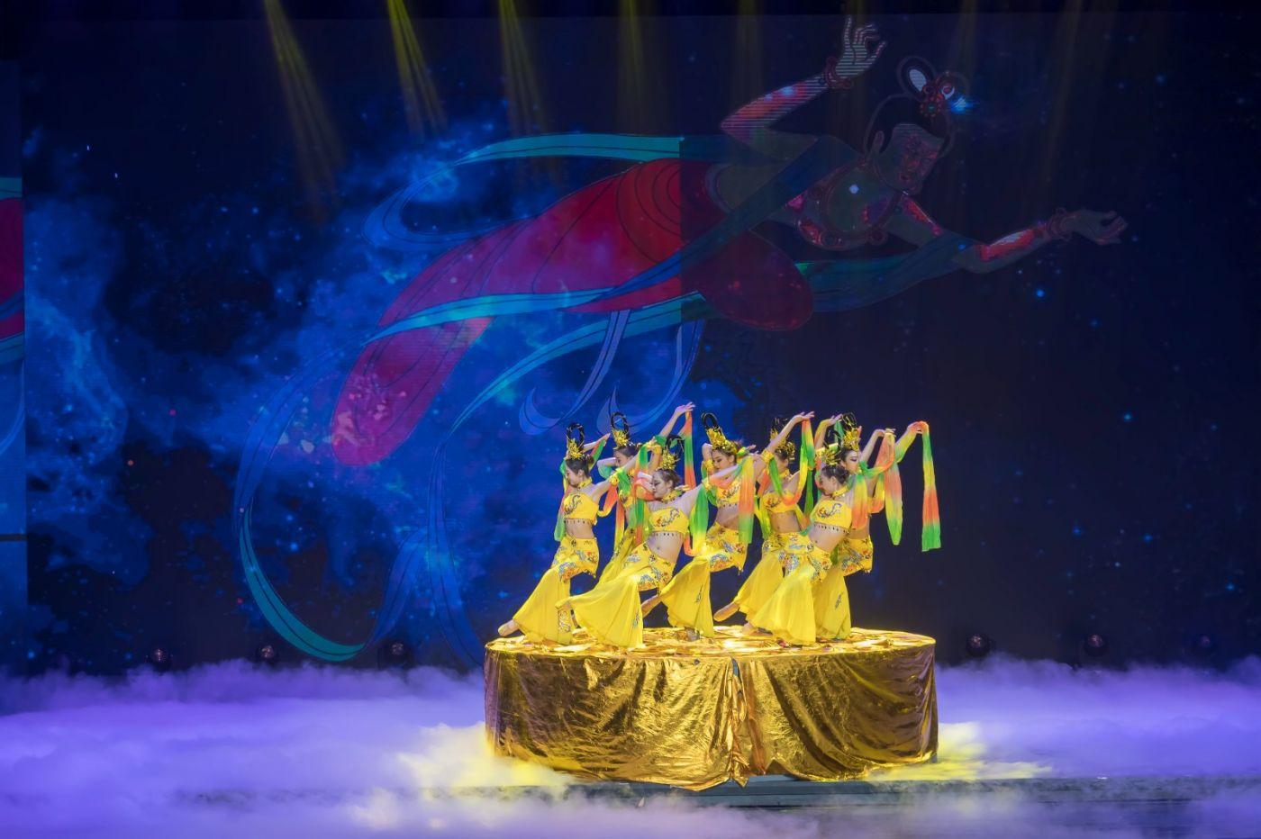 沂蒙大地上 有一种舞蹈叫飞天 这是几位临沂女孩的杰作 美轮美奂 ..._图1-53