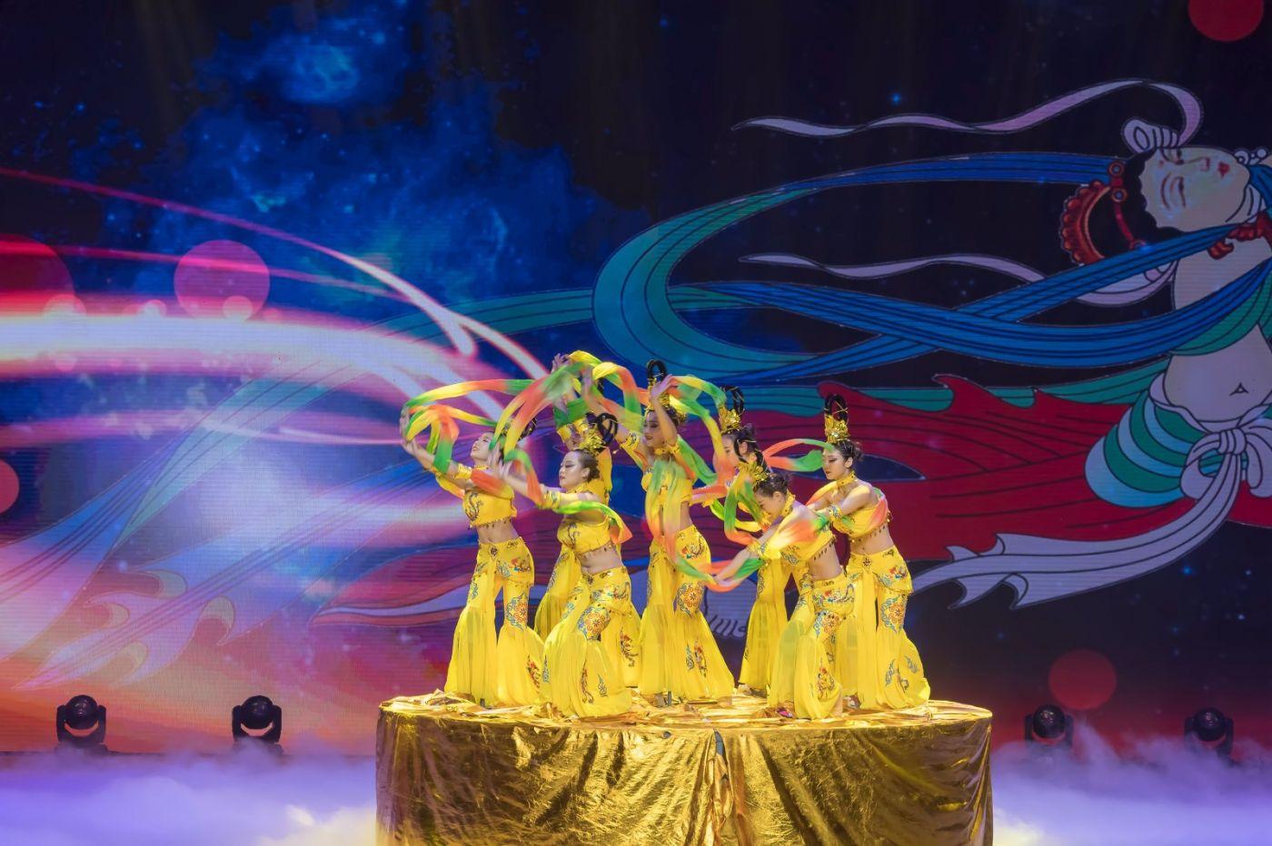 沂蒙大地上 有一种舞蹈叫飞天 这是几位临沂女孩的杰作 美轮美奂 ..._图1-55