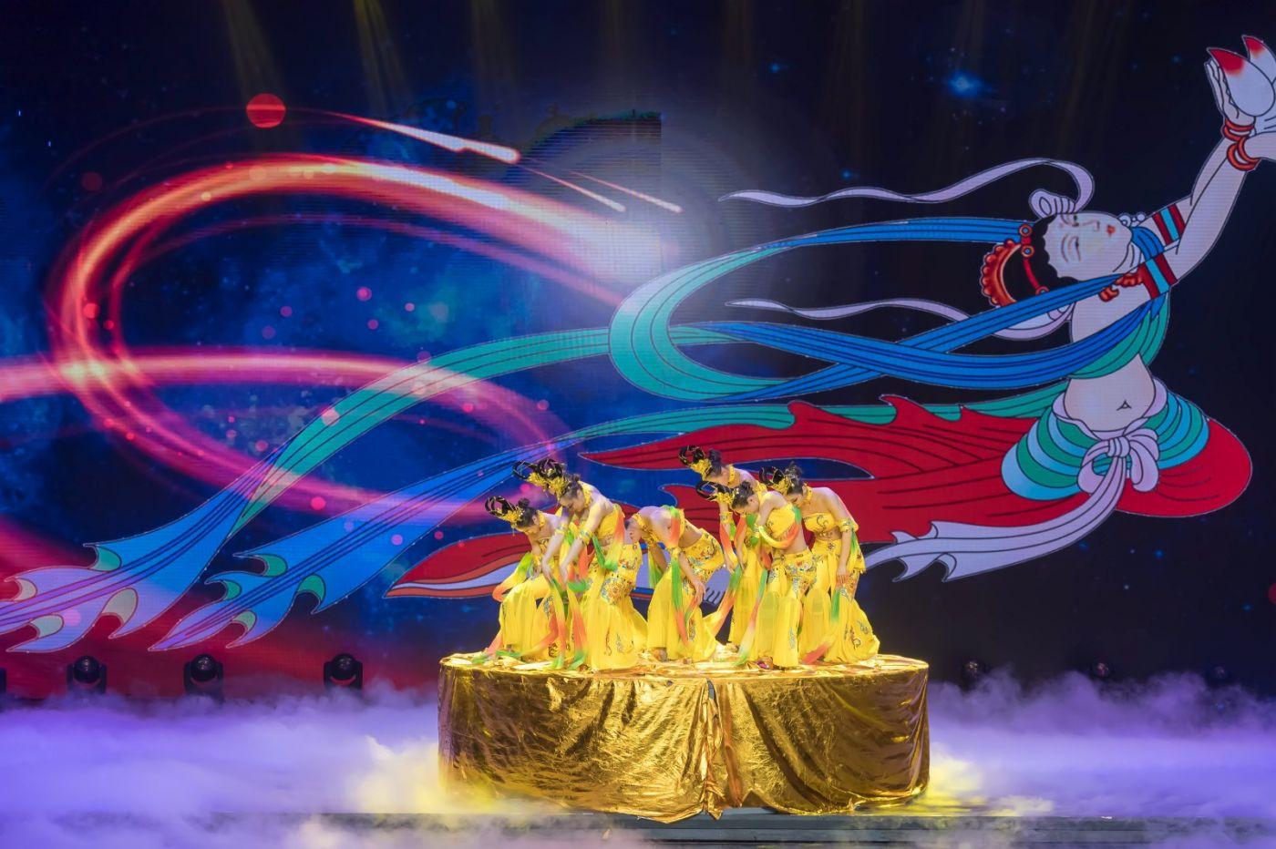 沂蒙大地上 有一种舞蹈叫飞天 这是几位临沂女孩的杰作 美轮美奂 ..._图1-56