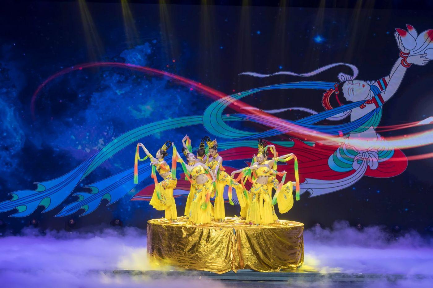 沂蒙大地上 有一种舞蹈叫飞天 这是几位临沂女孩的杰作 美轮美奂 ..._图1-57
